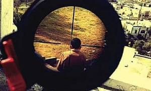 mor-ostrovski-instagram-mira-fusil-palestino