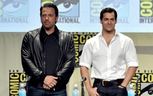 ben-affleck-henry-cavill-comic-con-2014-batman-v-superman-dawn-of-justice